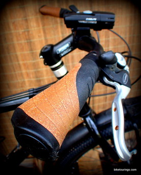 Picture of locking ergonomic cork bike grips