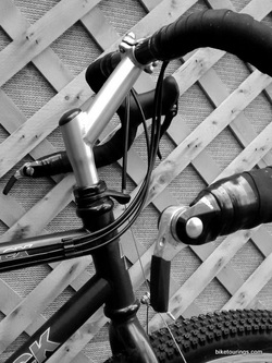 Picture of cable routing with Dirt Drop Bars