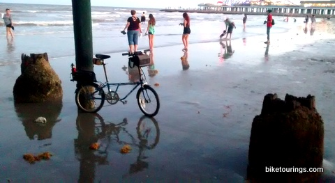 Picture of Dahon Mariner at beach