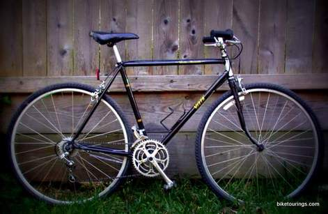 Picture of Steel Lugged bike for touring and commuting Vista Summit