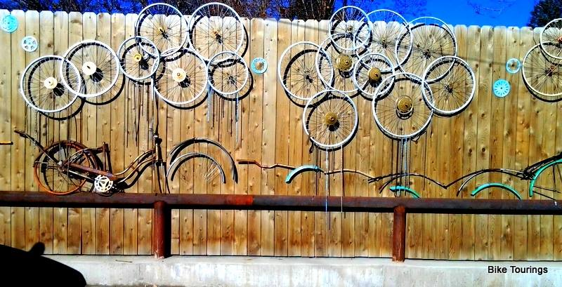 Picture of old bike wheels used as decoration