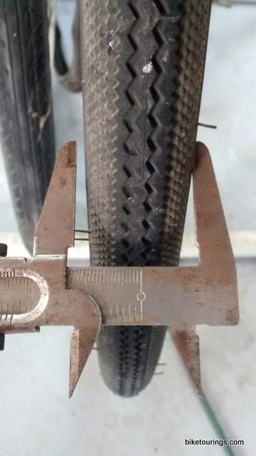 Picture of tire widths for bike commuting compared