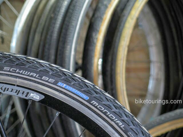 Picture of Schwalbe Mondial tire for bike touring and commuting