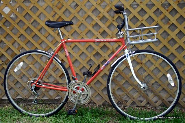 Picture of Fuji Porteur Bike for bicycle commuting and origin8 classique cargo unit