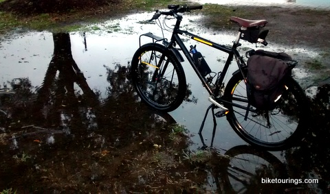 Picture bike for commuting in wet weather with rain puddle