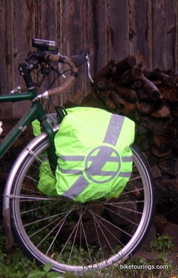 Picture waterproof pannier rain cover for bike commuting