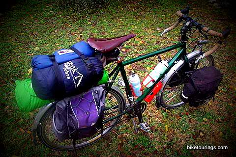 Picture of touring bike with load panniers for bicycle touring
