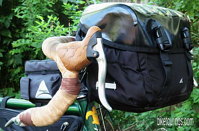 Picture of Detours Sodo Handlebar Bag and Axiom Smart Box top tube bag