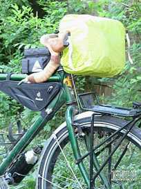 Picture of Detours Sodo Handlebar Bag with raincover for bike touring and commuting