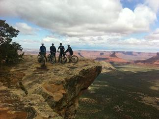 Picture of mountain bike riders on MTB tour of Porcupine Trail, Moab, UT